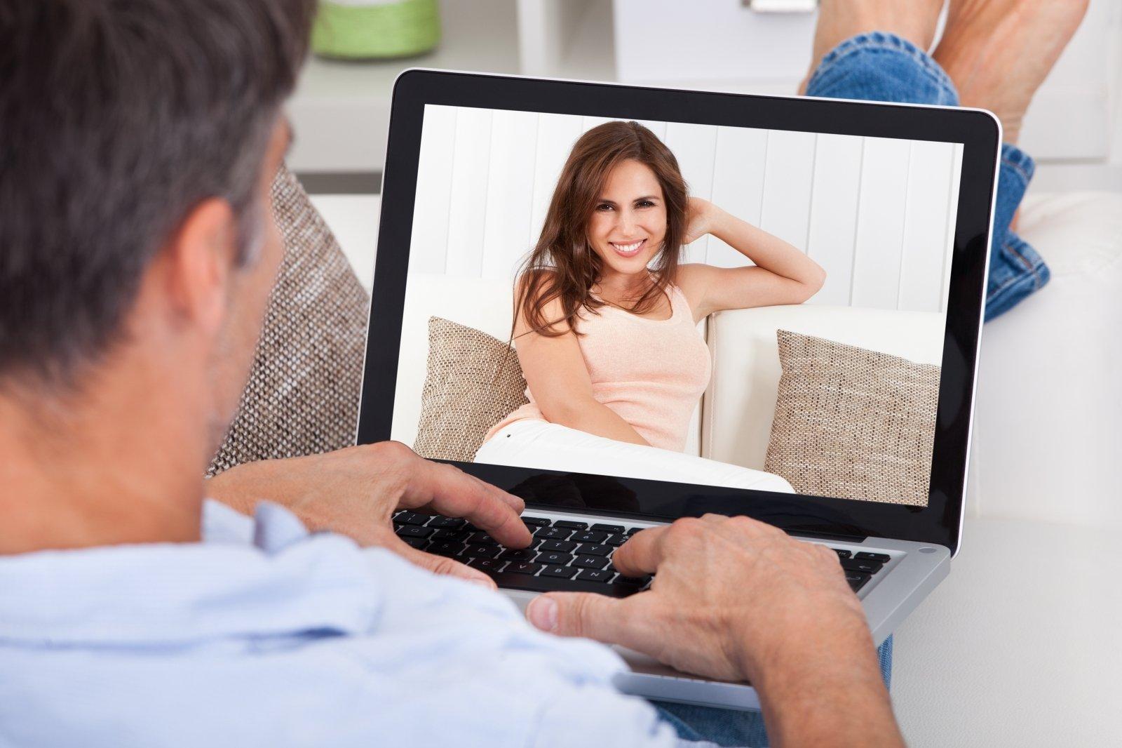 kaip pradėti internetinę pažinčių pokalbį ką daryti kai pažintys berniukas