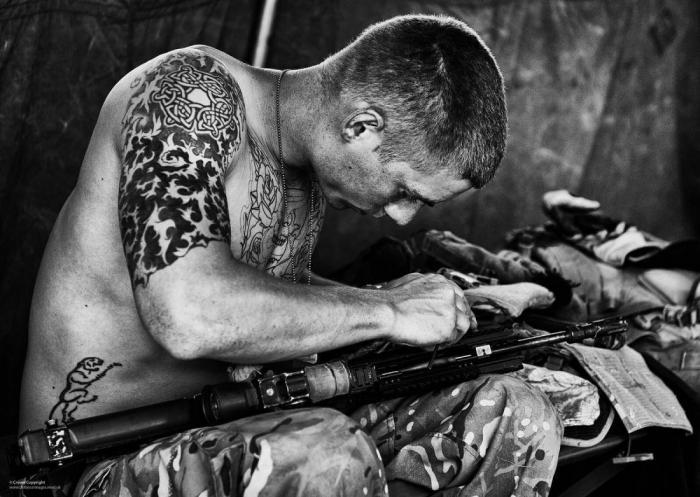 pažintys vaikinas padengta tatuiruotėmis pažintys staffordshire šunys